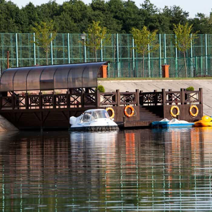 Лодки и катамараны в загородном отеле ГРУМАНТ Resort & SPA, недалеко от Москвы, Тульская область