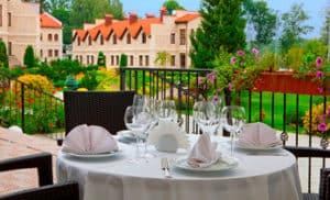 Летний ресторан-веранда в загородном отеле ГРУМАНТ Resort & SPA, недалеко от Москвы, Тула, д. Грумант