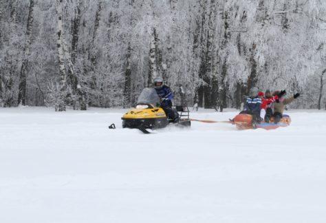 Катание на банане на снегу, зимний активный отдых в загородном отеле ГРУМАНТ Resort & SPA | недалеко от Москвы, Тула